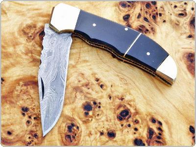 167/ Damaškový zavírací nůž. Rucni vyroba. BUVOLI ROH !!