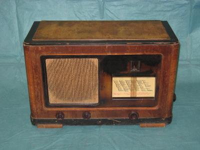 staré lampové rádio Telefunken Grand Koncert z roku 1935