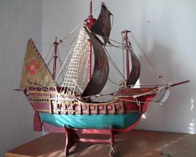 Dřevěný model lodi, karavela 55x40cm