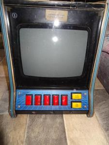 stary CRT Hraci  herni vyherni automat z 90 let - nalezovy stav