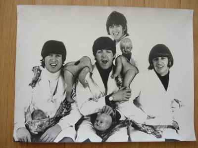 The BEATLES - různé fotokopie....30 x 40 cm  12 kusů , 29 x 30 cm 1 ks