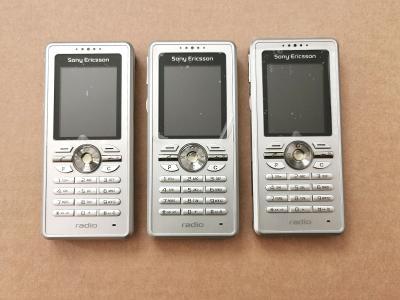 3x mobilní telefon Sony Ericsson R300 Radio