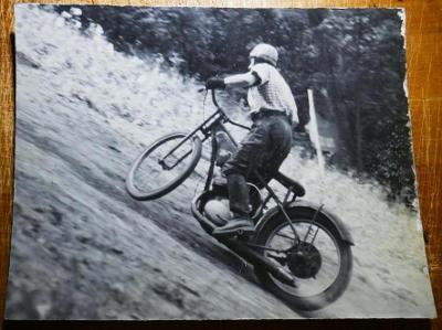 ZÁVODY DO VRCHU - velké foto - JAROMĚŘ  Hill Climb !!! 38 x 28cm ! č.3