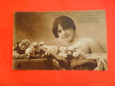 DÍVKA KVĚTINY 1906