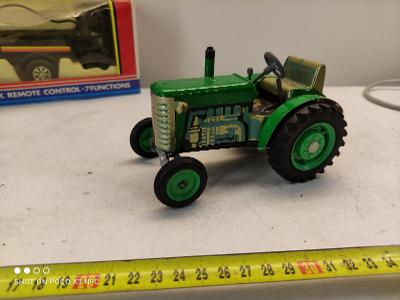 Traktor Zetor plech