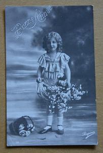 Dívka - holčička - účes - šaty - móda - Nový rok
