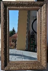 Zdobné nástěnné zrcadlo