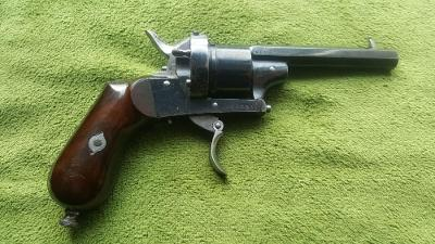 Historický revolver Brevete cal.7mm 1875 s etují Nádherný pův. stav