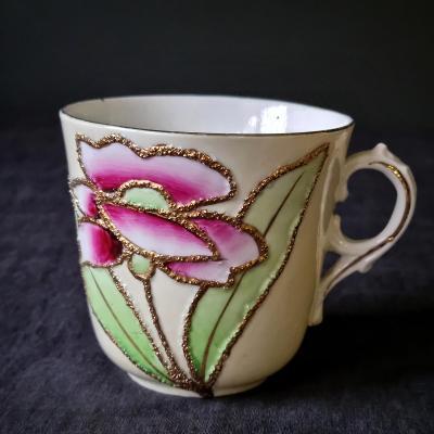 Starožitný secesní porcelánový šálek, plastický vzor, Německo