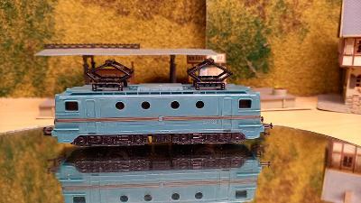 El.lokomotiva +2ks nákladní vůz TT