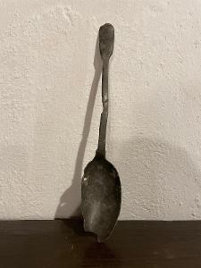 Velmi stará lžíce naběračka - nejspíš cínová - cca 34cm