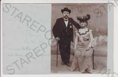Znojmo (Znaim) - foto Kauer, portrét muž se ženou,