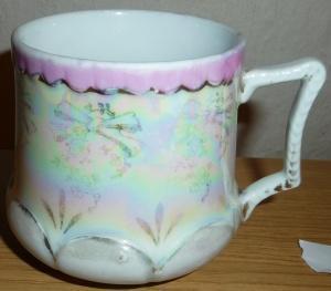 Hrnek porcelánový, perleťová barva - mušlák