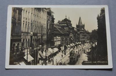 PRAHA - Na příkopech - lidé - tramvaj - reklama
