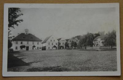 Chýše - Žižkovo náměstí / Karlovy Vary /