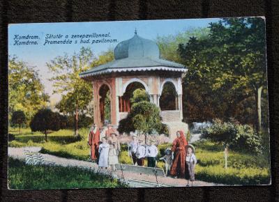 Slovensko - Komárno - Promenáda s hudebním pavilonem - lidé - 1926
