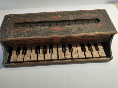 dřevěný klavír  -  hračka