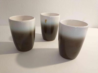 tři keramické kelímky
