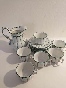 čajový servis s konvicí