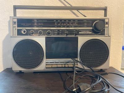 Starý magnetofon a rádio Toshiba RT-80S Made in Japan - kazeťák