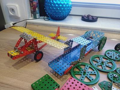 Merkur stavebnice- díly, letadlo...