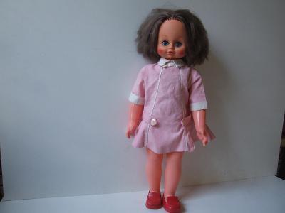 československá panenka  s hracím  funkčním mechanizmem