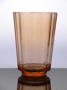 Váza plošně broušená, Moser styl