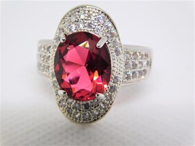 Nádherný stříbrný prsten se zirkonem- aukce od koruny.