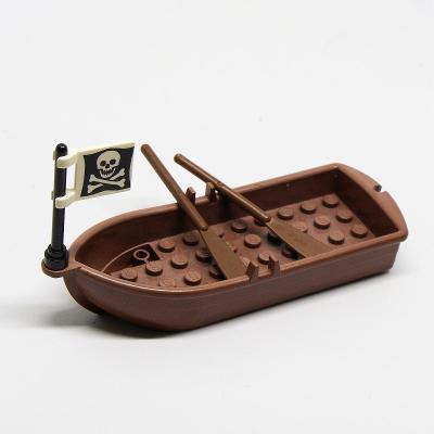 LEGO PIRÁTI - Pirátský člun s vlajkou a vesly 1/2 - AUKCE 129/132