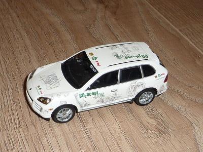 Porsche Cayene, výrobce Minichamps Pauls Model Art 1/43, chybí zrcátka