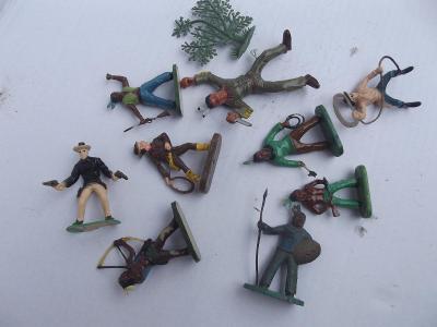 Stará hračka - indiáni a kovbojové