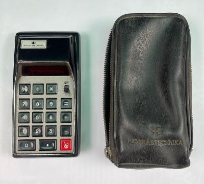 Stará retro kalkulačka / kalkulátor HIRADÁSTECHNIKA + orig. pouzdro