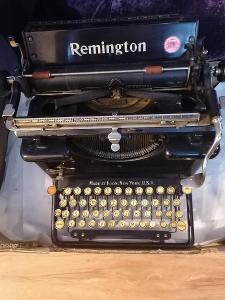 Starý psací stroj REMINGTON 12 aukce od korunky
