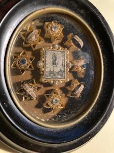 Relikviář - nádherná stará klášterní práce - domácí oltář  - ostatky