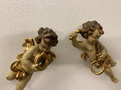 Párové sochy andělů nádherné kusy polychromované dřevo - andělíček