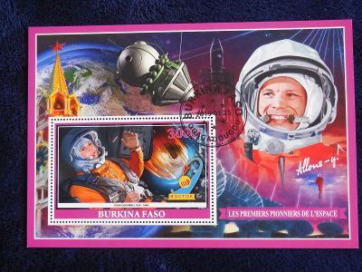 Aršík známek k výročí 1. letu Jurije Gagarin do vesmíru.