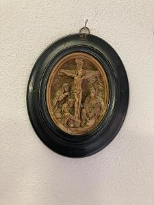 Kalvárie - krásná prastará plastika  Ježíš a světice madona