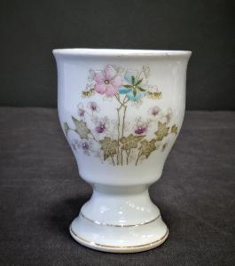 Starožitný porcelánový pohár