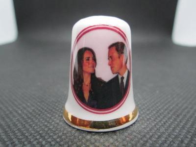 Sběratelský náprstek Princ William a Kate, oslava zásnub, 2010