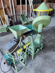 Stroj na čištění semen rostlin různých velikostí