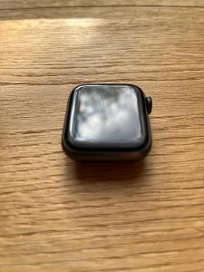 Apple Watch Series 6 40mm Vesmírně šedý hliník + sportovní řemínek
