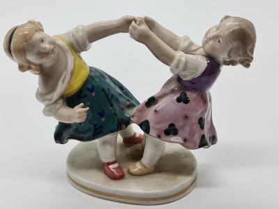 Porcelánová soška, figurka hrající si dívky Ens