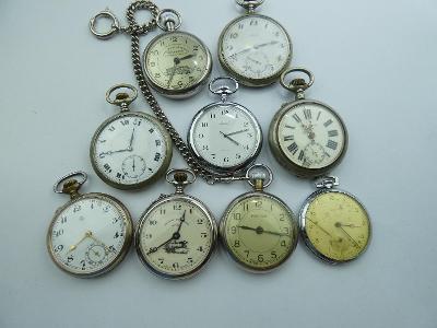 Soubor kapesních hodinek - jdoucí