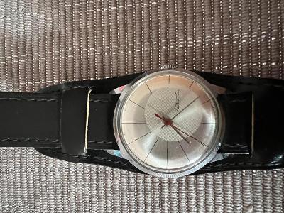 Panské hodinky Raketa, průměr 3 cm, jdoucí
