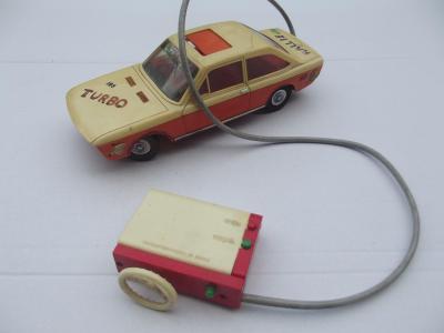 Staré autíčko Fiat na bovden