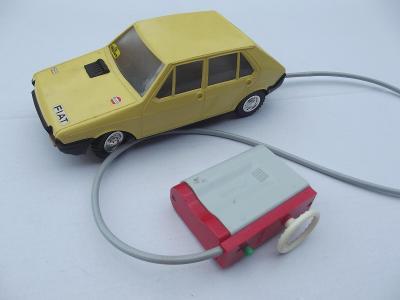 Staré autíčko Fiat Ritmo Ites žluté na bovden