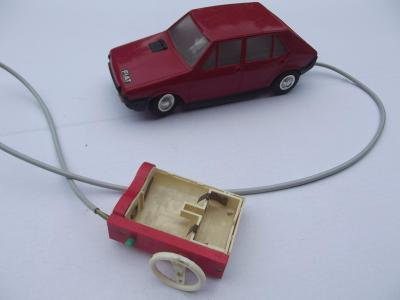 Staré autíčko Fiat Ritmo Ites červené na bovden