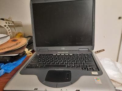Notebook HP Compaq NX 9005 (disketová jednotka)