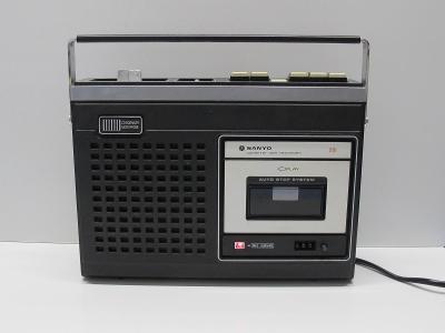 Starý kazetový magnetofon - SANYO M 2525E