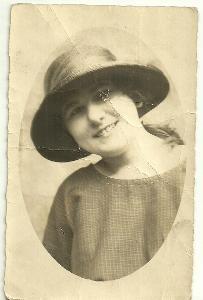 Fotografie dáma v klobouku, rok 1922